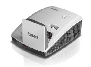 BENQ DLP Projektor MH856UST /1920x1080 1080p/3500 ANSI lm/10 000:1/HDMI/repro/Ultra Short