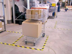 Bezpečnostní páska, samolepící, 50mm x 33m, 3M, žluto-černá